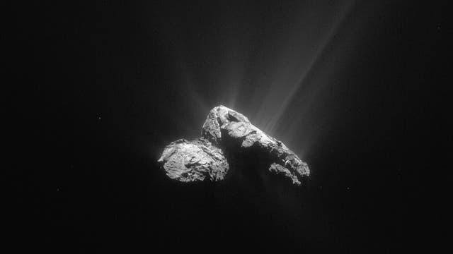 Komet 67P am 30. April 2015 mit Gasausbrüchen