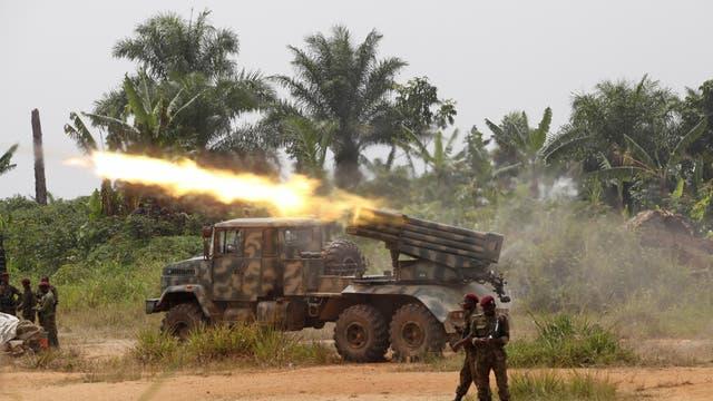 Kongolesische Armee beschiesst ADF-Rebellen in Uganda.