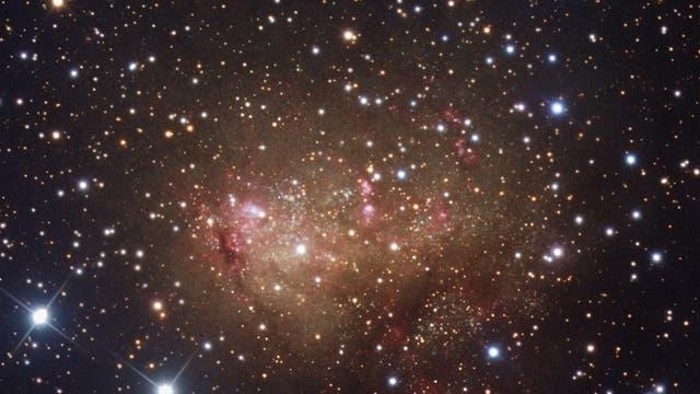 irreguläre Zwerggalaxie IC10 im Sternbild Kassiopeia