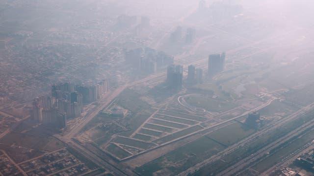 Der Smog, den vor allem Dieselfahrzeuge verursachen, überzieht Neu-Delhi mit einem gesundheitsschädlichen Schleier. Von den 20 am meisten smogbelasteten Städten der Welt liegen 10 in Indien.