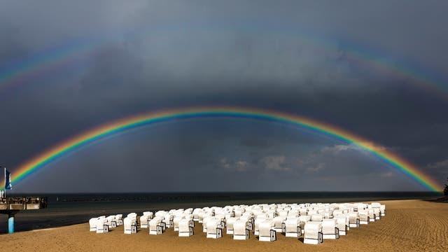 Doppelregenbogen am Meer
