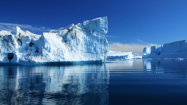 Eisberge in der Diskobucht in Grönland