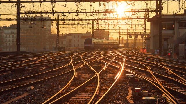 Eisenbahn im Sonnenaufgang