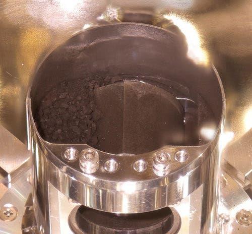 Erster Blick in die Probenkammer von Hayabusa-2