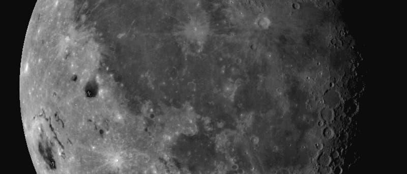 Der Erdmond aus Sicht der Raumsonde Galileo