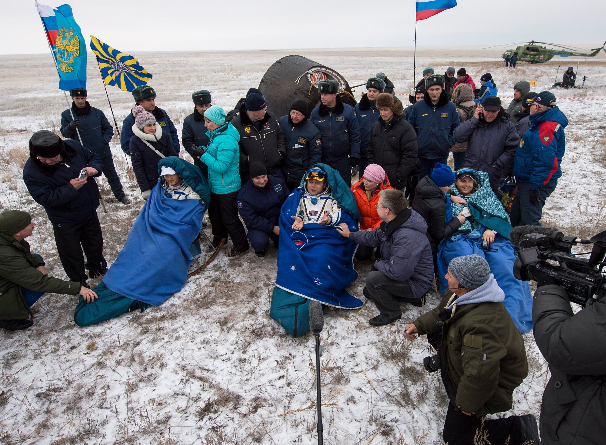 Am 10. November 2014 landeten Alexander Gerst und seine Kollegen Max Suraev von Roscosmos und Reid Wiseman von der NASA sicher und wohlbehalten in der kasachischen Steppe.
