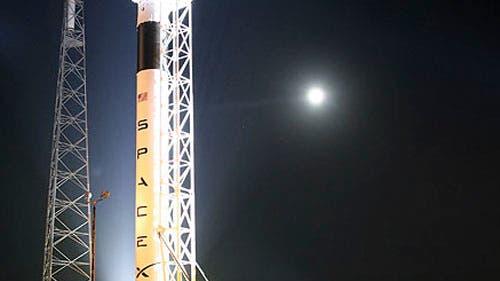 Trägerrakete Falcon 9 auf der Startrampe