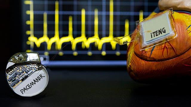 Implantierbarer triboelektrischer Nanogenerator mit Herzmodell