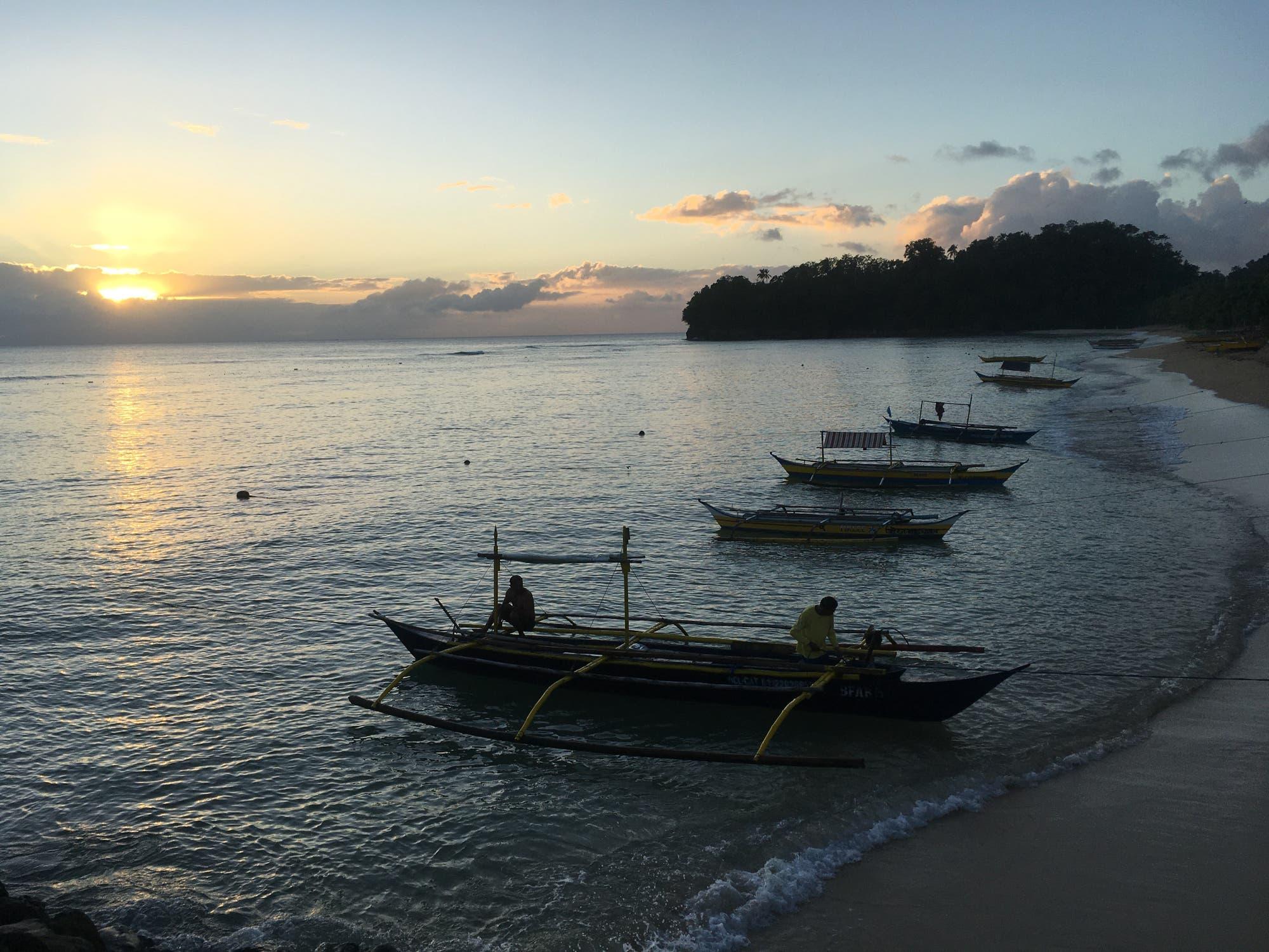 Die schmalen Boote der philippinischen Fischer sind alles andere als hochseetauglich