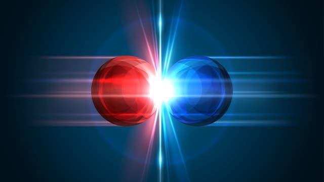Eine rote und eine blaue Kugel treffen sich und am Kontaktpunkt gibt es einen Lichtblitz. Es soll eine Materie-Antimaterie-Kollision darstellen, tut das aber in wirklich jeder Hinsicht falsch.