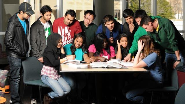 Studenten unterschiedlicher Herkunft