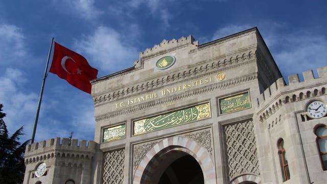 Eingangstor der Universität Istanbul