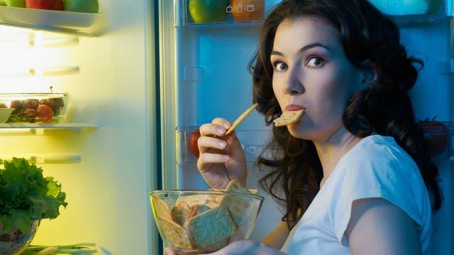 Macht abends essen wirklich dick?