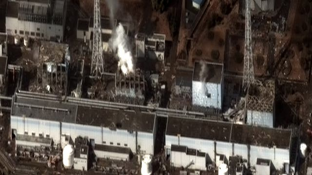 Reaktorblöcke des Kernkraftwerks Fukushima nach der Katastrophe.
