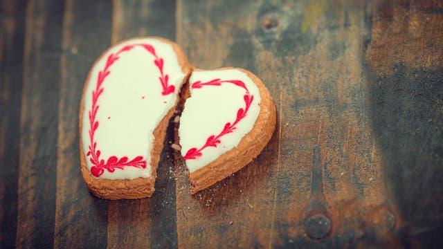 Gebrochenes Herz aus Keks