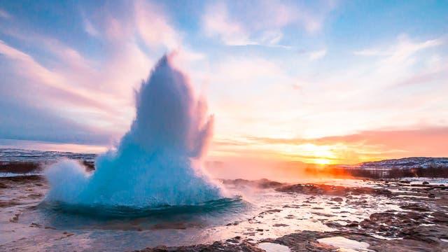 Der Geysir Strokkur in Island