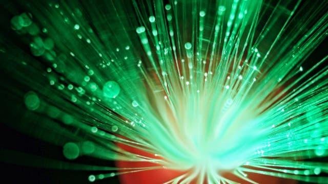 Glasfaserkabel leiten Licht