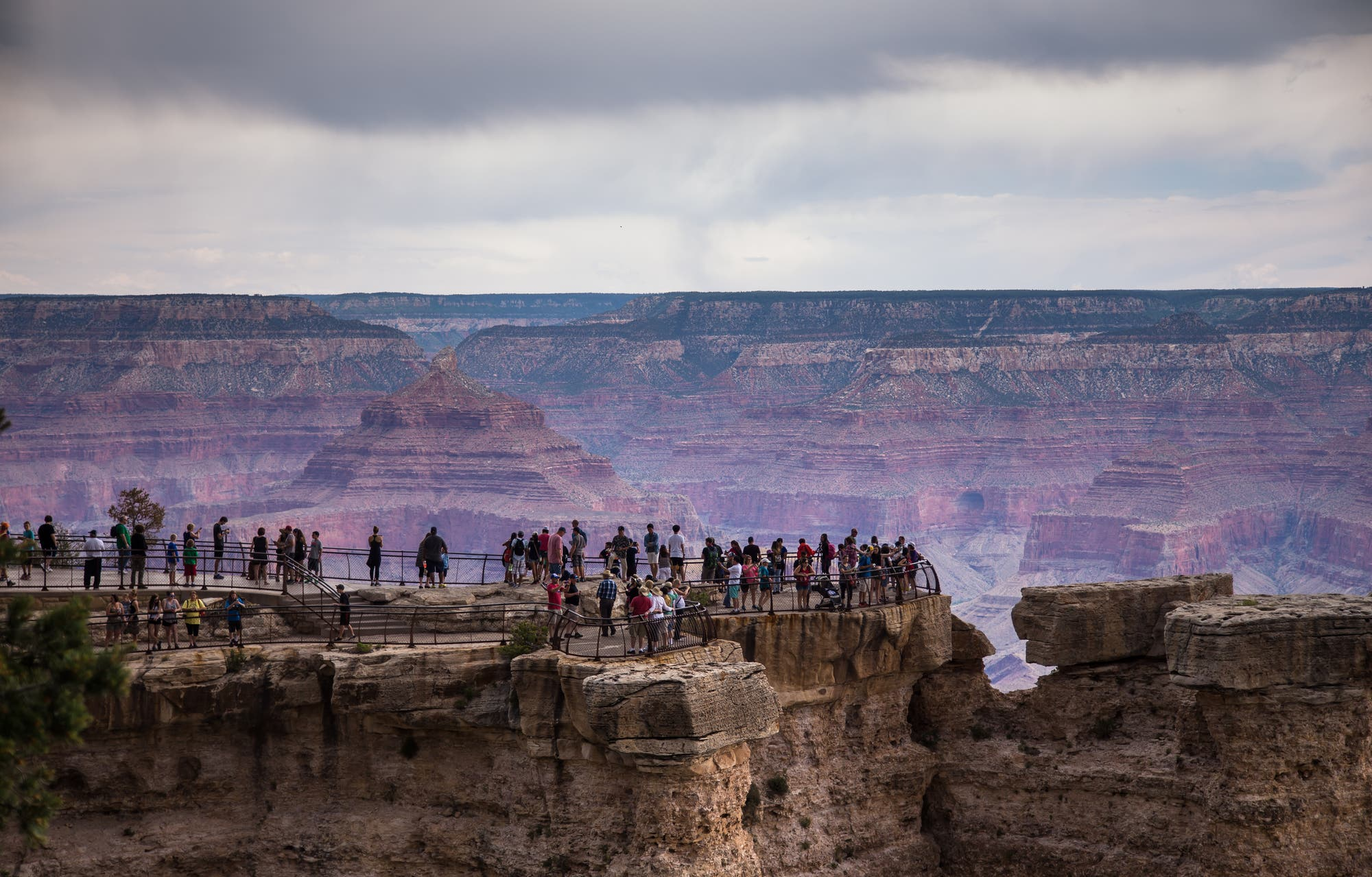 Touristen am Grand Canyon