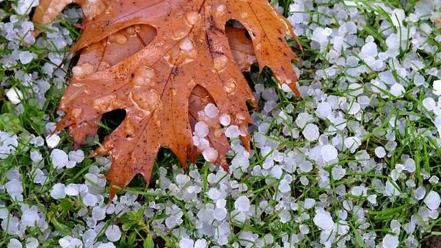 Regen, Hagel, Graupel, Schnee - Herbststürme bringen Niederschlag in allen Formen.