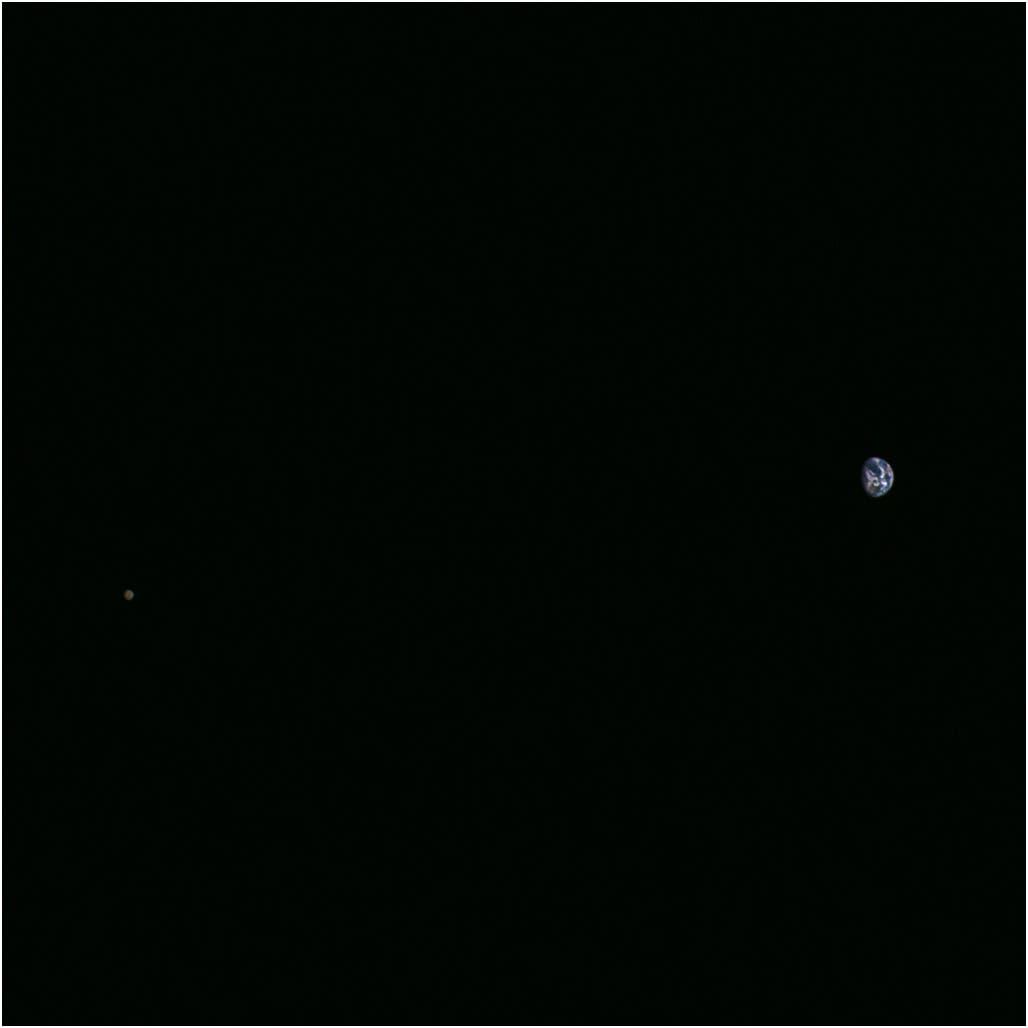 Erde und Mond am 26. November 2015 (Aufnahme von Hayabusa-2)
