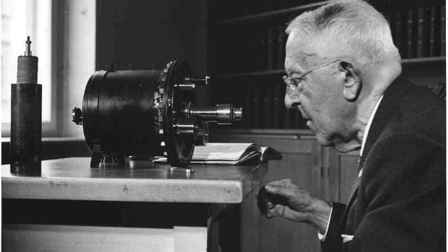 Victor Franz Hess mit Messapparatur