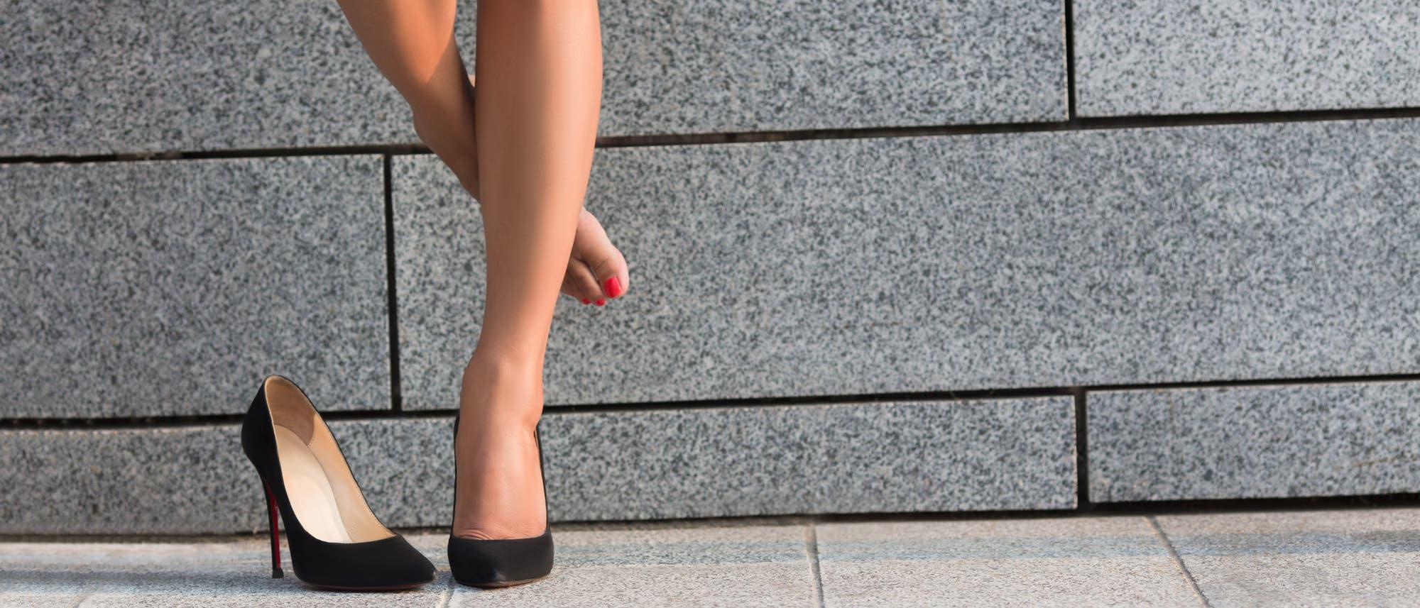 Frauenbeine und Highheels
