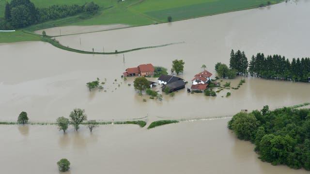 Hochwasser bei Burghausen im Luftbild