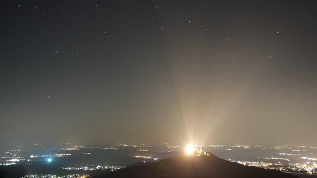 Lichtverschmutzung über Burg Hohenzollern