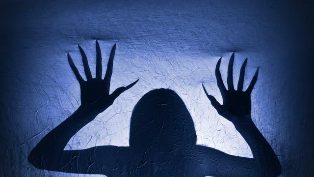 Fakt oder Mythos: Wachsen Nägel nach dem Tod noch weiter?