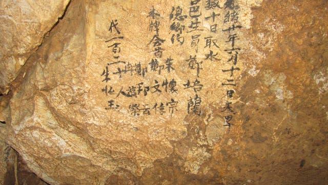 Historische Schrift in einer Chinesischen Höhle beschreibt eine Dürre