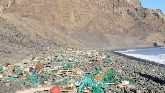 Müll am Praia dos achados