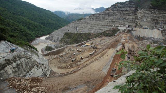 Blick auf die Baustelle des Ituango-Staudammes.