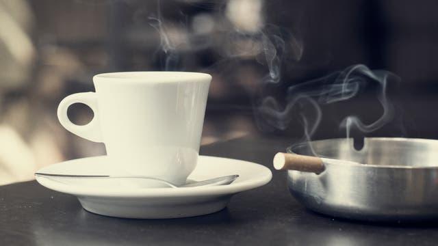 Kaffee Zigarette q