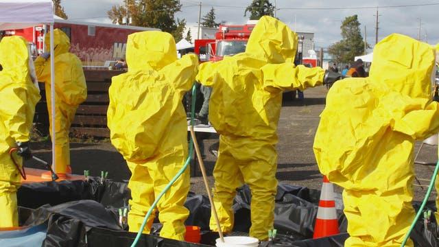 Dekontamination mit Vollschutzanzügen