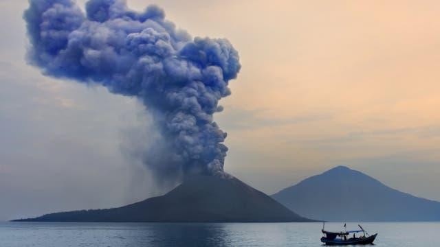 Der Krakatau zwischen Java und Sumatra