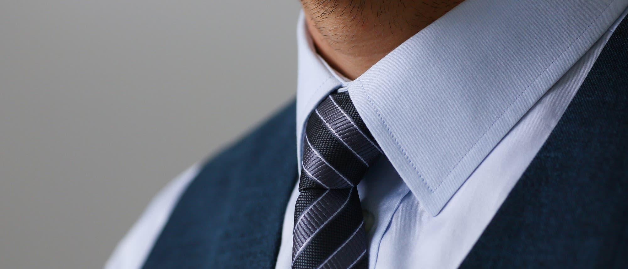 Krawatte am Hals