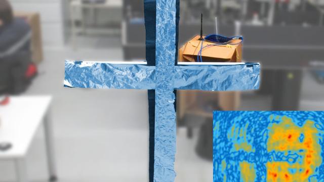 Kreuz aus Aluminiumfolie - per WLAN sichtbar gemacht