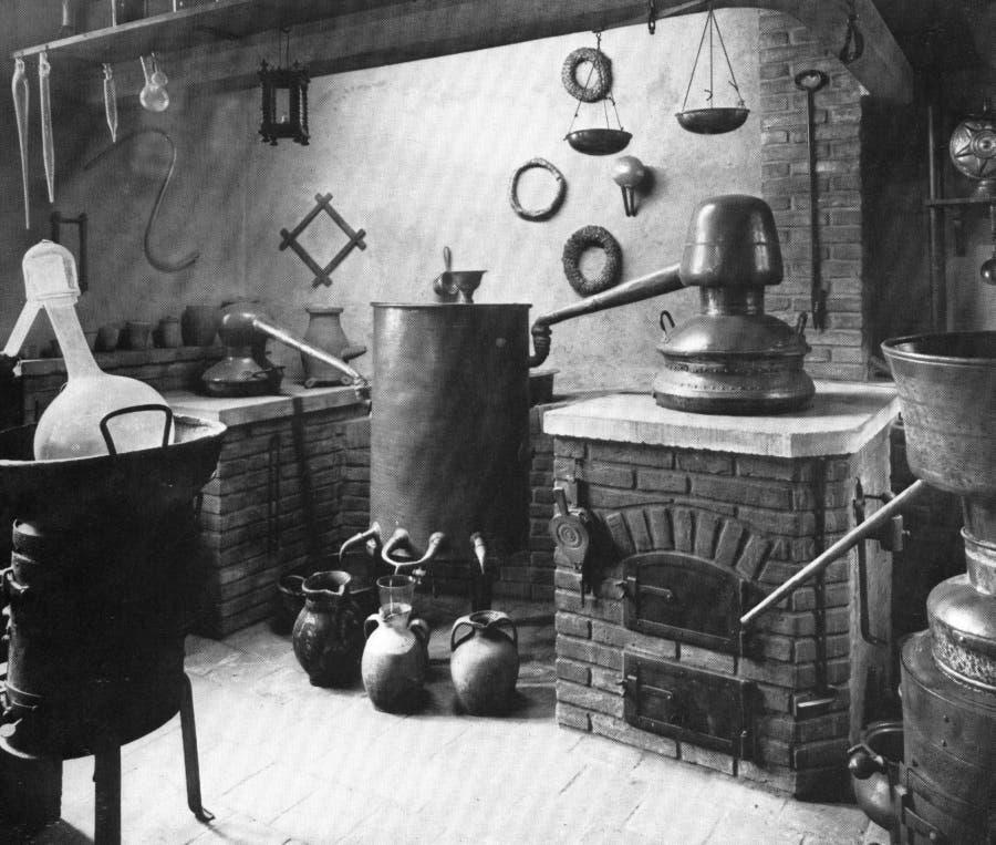 Rekonstruiertes Laboratorium des 16. Jahrhunderts