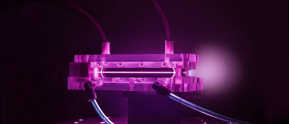 Im Plasmabeschleuniger können Elektronen auf extreme Geschwindigkeiten beschleunigt werden.