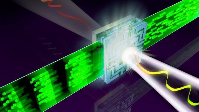 Lichtpulse treffen auf Chip aus Quarzkristall