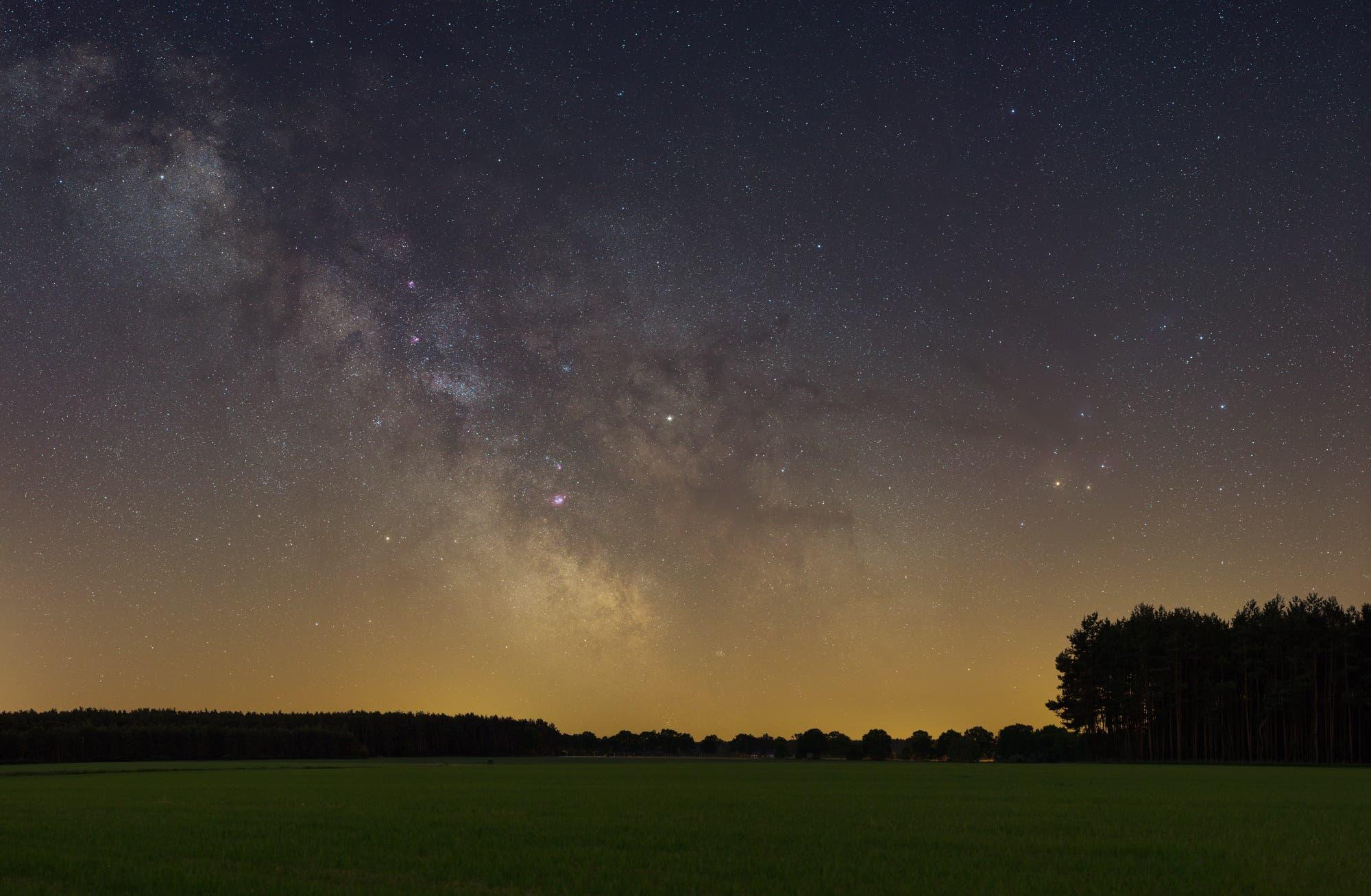 Die Sommermilchstraße im Weitwinkelbild