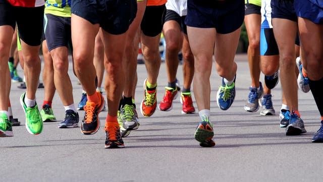 Läuferinnen und Läufer beim Marathon
