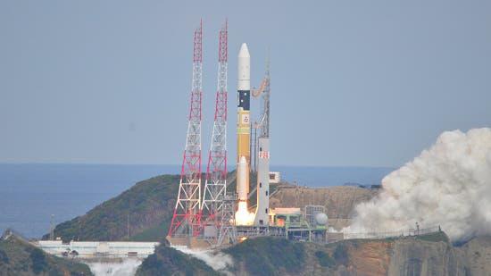 Der Start von Hayabusa-2 (TV-Standbild)