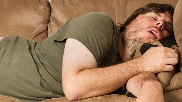 Mann beim Mittagsschlaf