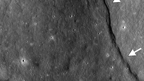 Lappenförmige Böschungen auf dem Mond