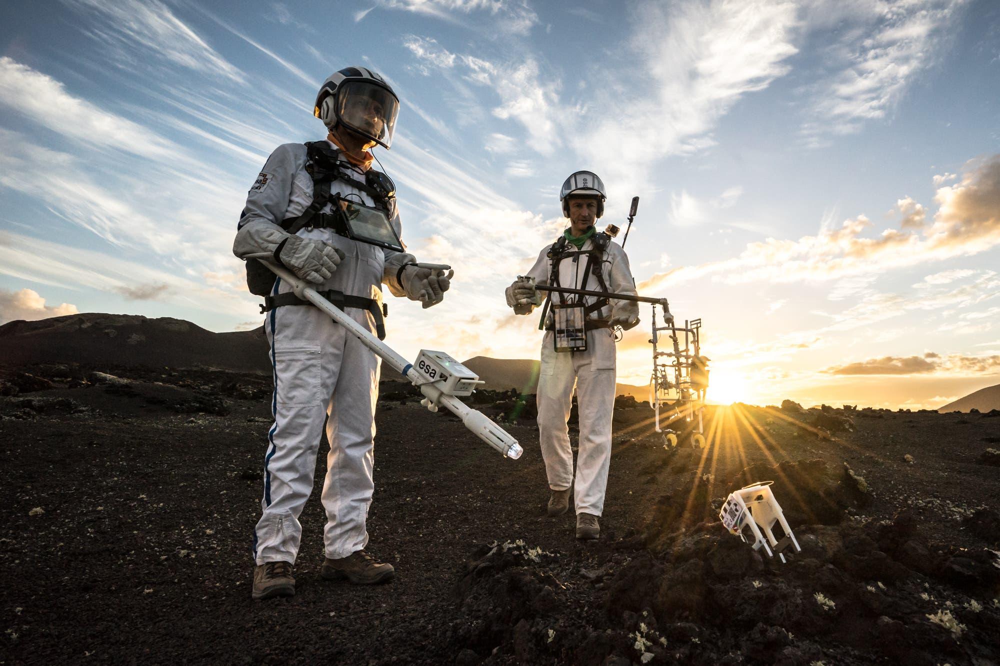 Zum Training für den ESA-Astronauten Matthias Maurer gehörte auch ein simulierter Ausflug auf den Mond, der auf der Erde stattfand.