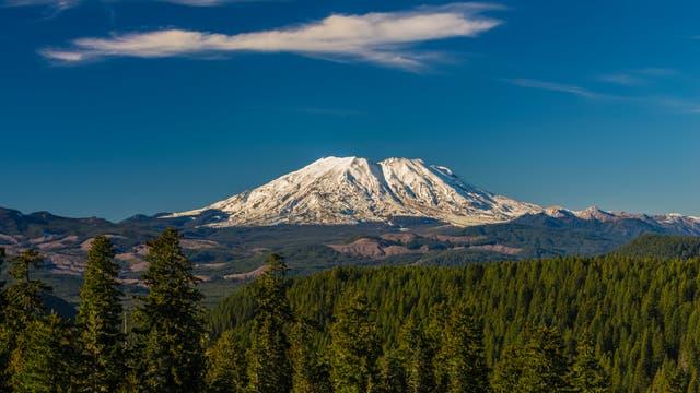 Der Vulkan Mount St. Helens an einem schönen Tag