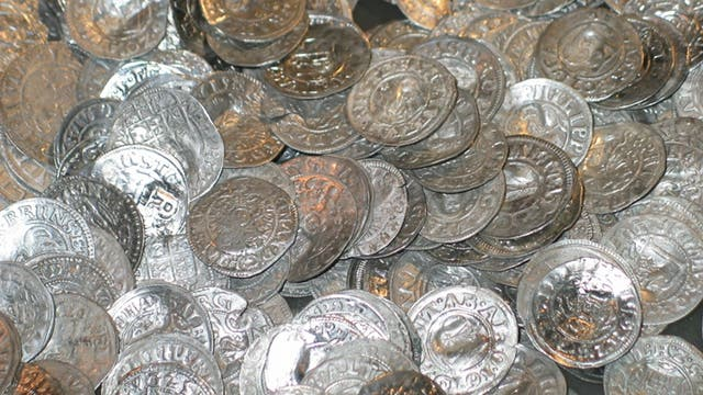 Münzen schlummerten jahrhundertelang unter Kirchenfußboden