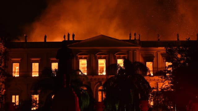 Brennendes Naturkundemuseum in Rio de Janeiro