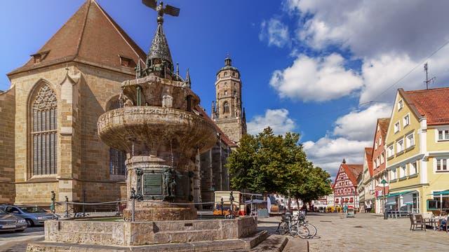 Nördlingen mit der St.-Georgs-Kirche aus dem Impaktgestein Suevit